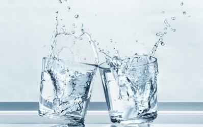 Préférer une eau naturelle en bouteille pendant les grands évènements